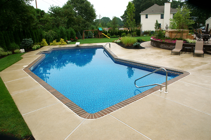 Swimming pool contractors dealers design performance for Pool design lincoln ne