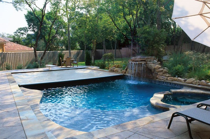 Automatic Pool covers | PERFORMANCE POOLS & SPA Lincoln, NE ...